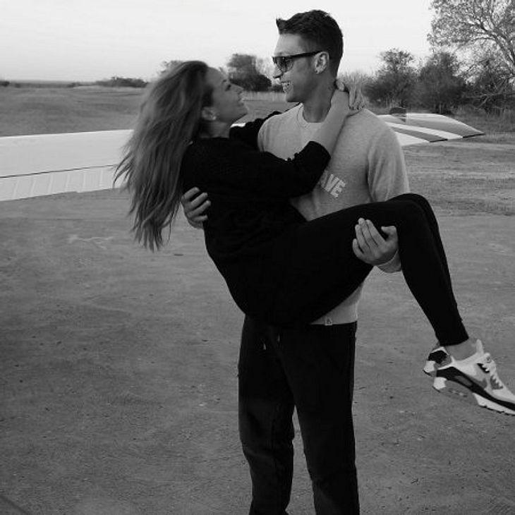 Mandy Capristo und Mesut Özil zeigen sich verliebt