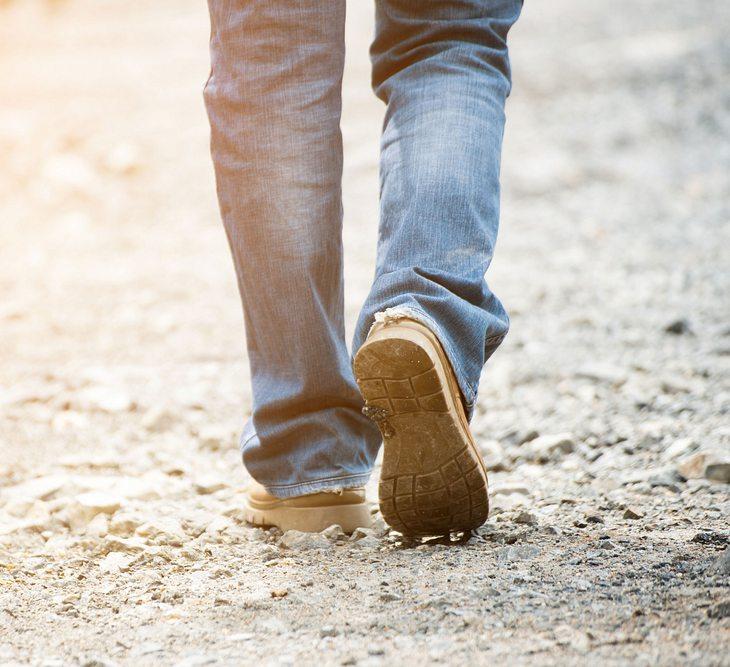 Mann (70) verbrennt beim Spaziergang