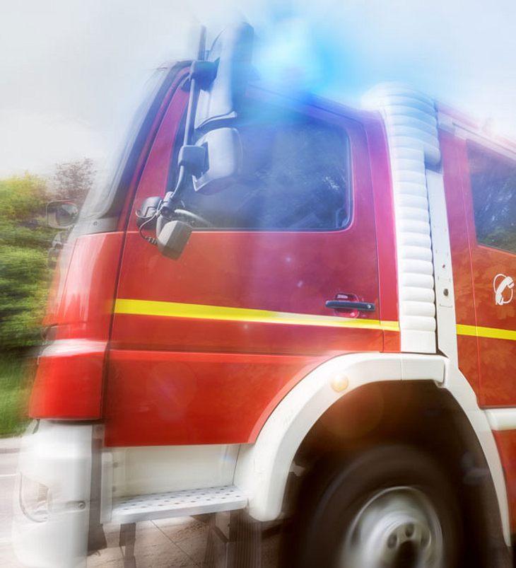 Mann muss durch Feuerwehr von Penisring befreit werden