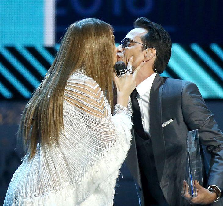 Hier küsst J.Lo ihren Ex-Mann kurz aber leidenschaftlich
