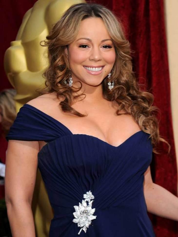 """""""Ich liebe es Kokosnussöl als Conditioner zu benutzen,"""" verrät Kyle White, die auch Mariah Carey die Haare macht. mache einen Esslöffel Öl in der Mikrowelle warm und massiere das warme Öl ins Haar ein bevor Du zu Bett gehst. Morge"""