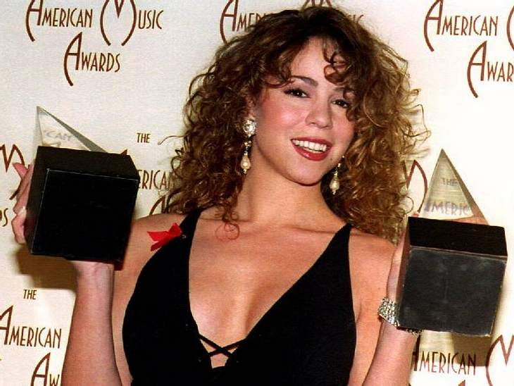 Guckt man sich alte Fotos von  Mariah Carey an, möchte man meinen, die letzten 17 Jahre sind spurlos an ihr vorbei gegangen.