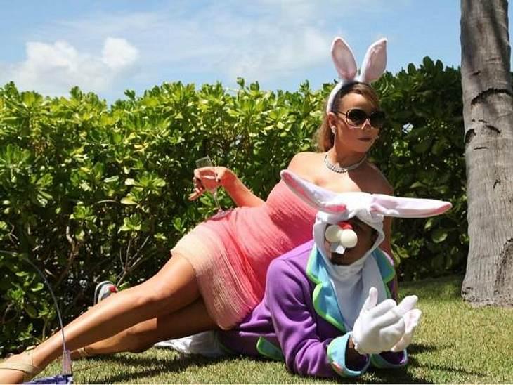 """Hab ich dich! """"Endlich hab ich den Osterhasen gefangen!"""", witzelte Mariah Carey (43) und machte es sich auf Ehemann Nick Cannon gemütlich."""