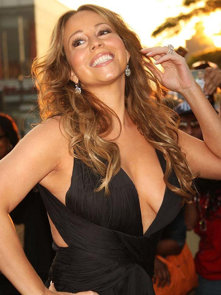 """Maria Carey: Sie kauft ihre eigenen ProdukteFür Mariah Carey ist das Beste gerade gut genug! Und weil sie ihr eigenes Parfüm """"M"""" so dufte findet, kaufte sie es bizarrerweise gleich selbst haufenweise. Eine ganze Palette mit 210 Fl"""