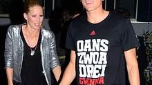 Darum hält die Frau von Mario Gomez sich lieber im Hintergrund - Foto: WENN