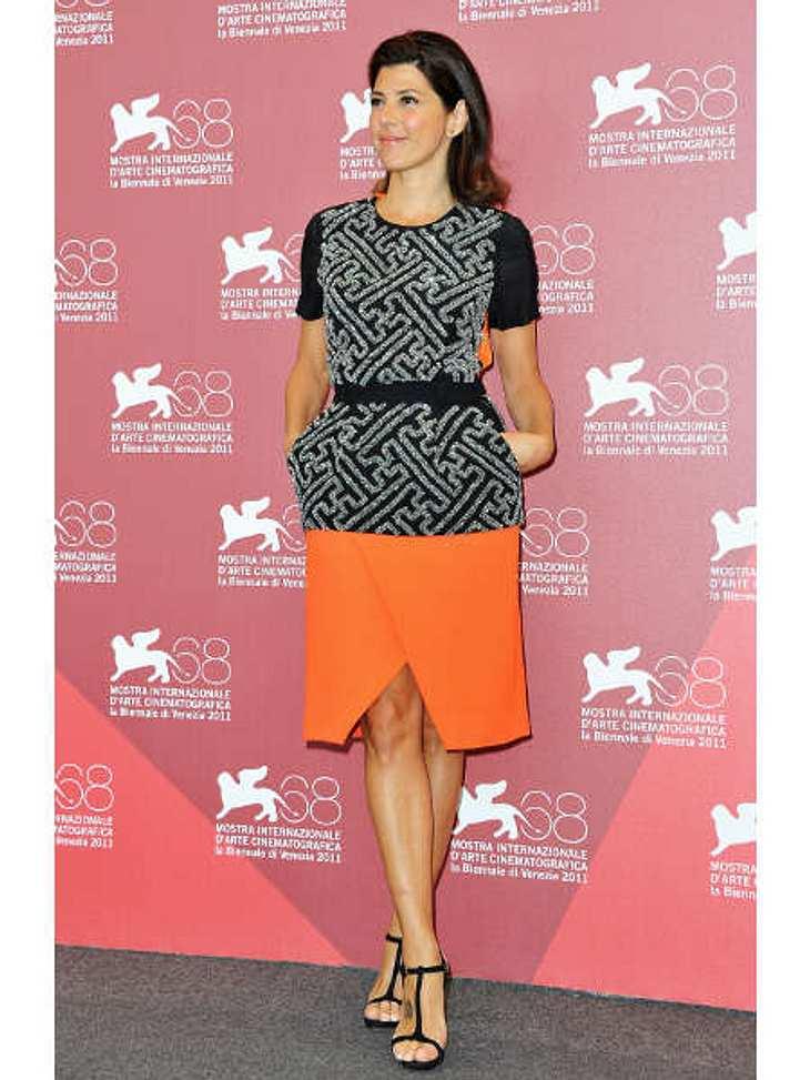 Star-Style: OrangeMarisa Tomei ist noch etwas zurückhaltend mit der Farbe Orange. Sie versucht es vorerst mit einem Rock.