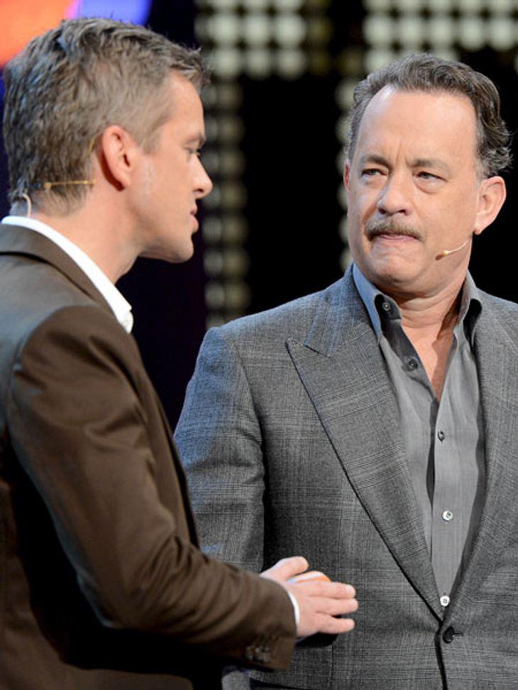 """Skeptische Blicke bei """"Wetten, dass..?"""": Tom Hanks hat es nicht so gut gefallen."""