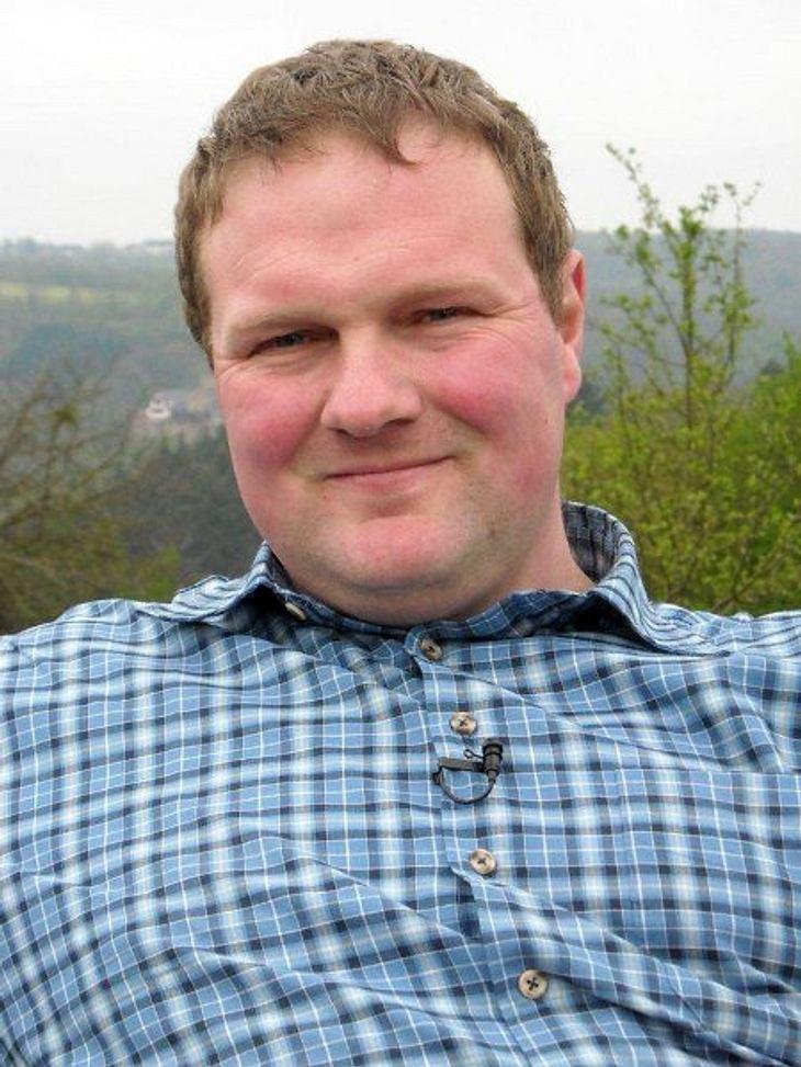 """""""Bauer sucht Frau"""" - Die Kandidaten 2012Der treue Milchbauer Martin (32) lebt mit seiner Familie auf einem Aussiedlerhof an der Untermosel.Für die Partnersuche hatte Martin vor lauter Arbeit noch keine Zeit. Dabei wünscht sich der"""