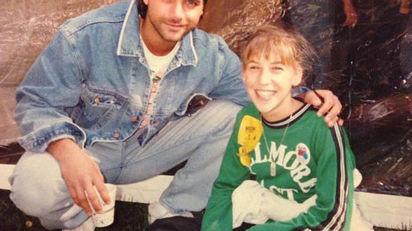 Mayim Bialik kennt John Stamos schon seit vielen Jahren - Foto: Facebook/Mayim Bialik