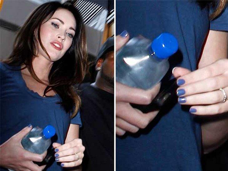 Nail TrendsMegan Fox: RoyalblauAuch Megan Fox wählt ihre Nagelfarbe passend zum Kleid. In diesem Fall Royalblau.,