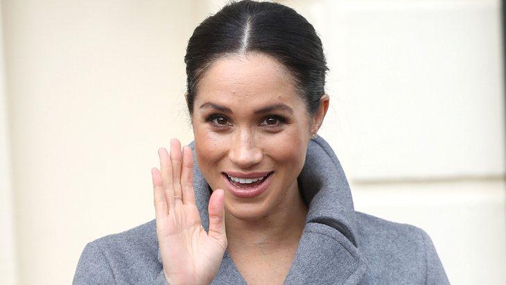 Herzogin Meghan: In diesem hautengen Kleid präsentiert sie ihren Baby-Bauch!