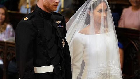 Prinz Harry pflückt Blumen für Meghans Brautstrauß
