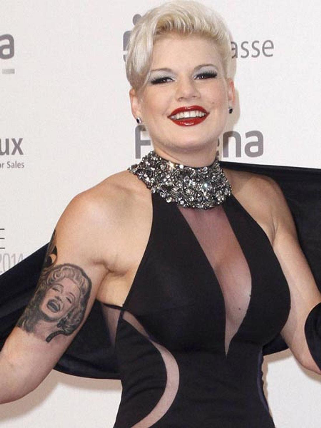 Melanie Müller zeigt ihr neues Tattoo