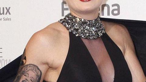 Melanie Müller zeigt ihr neues Tattoo - Foto: Imago