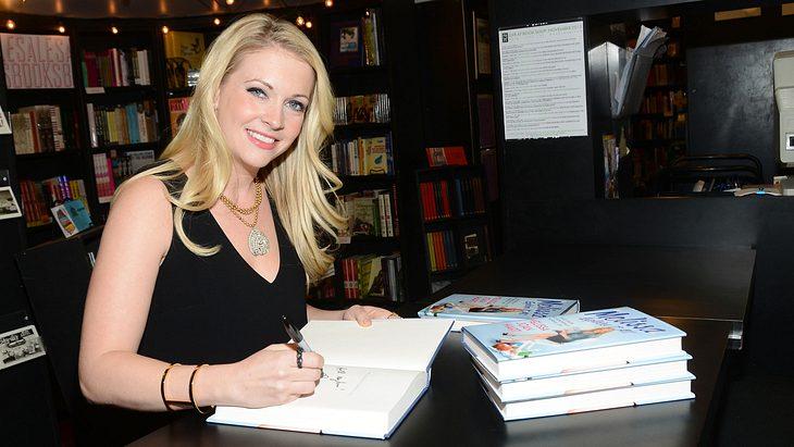 Melissa Joan Hart signiert ihr Buch 2013