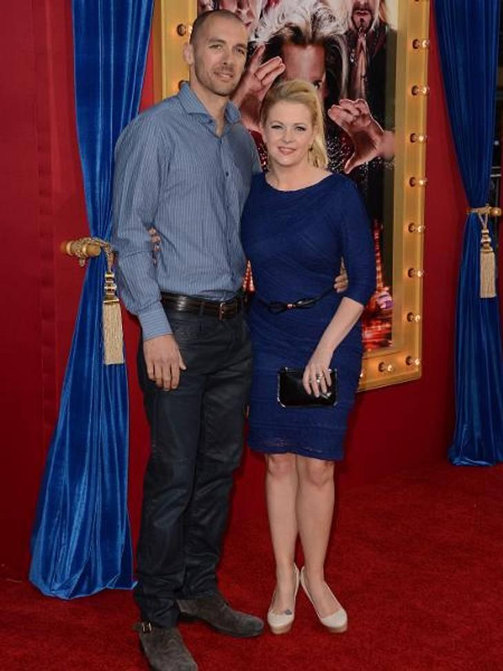 Melissa Joan Hart und Ehemann Mark Wilkerson nach überstandener Grippe auf dem roten Teppich.