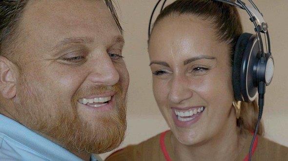 Menowin Fröhlich und Ehefrau Senay - Foto: TVNOW / filmpool