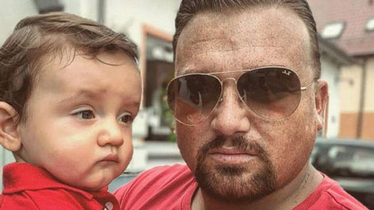 Menowin Fröhlich zeigt seinen Sohn