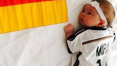 Mesut Özil zeigt seine Nichte Mira - Foto: Facebook