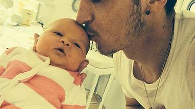 Mesut Özil mit Baby Mira - Foto: instagram.com/m10_official