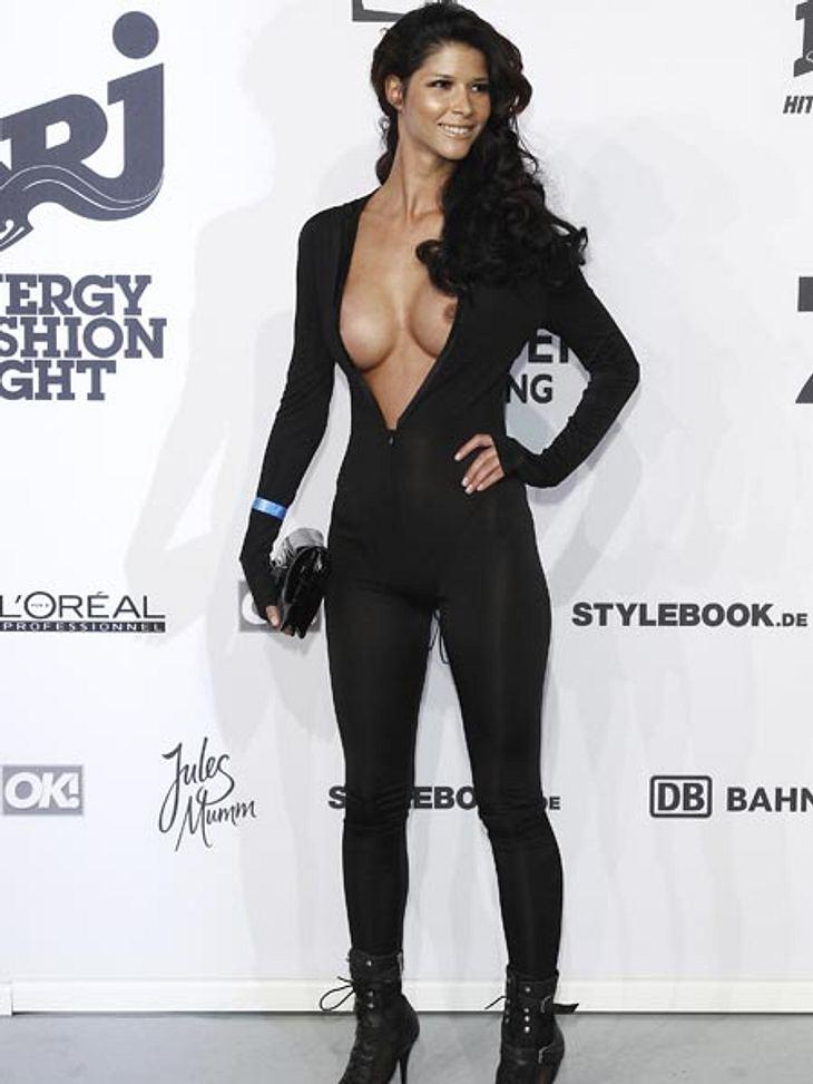 2011 macht Micaela Schäfer im schwarzen Overall sogar Catwoman Konkurrenz.