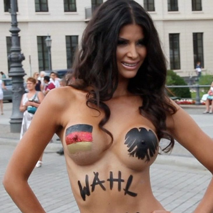 Micaela Schäfer posiert (fast) nackt in Berlin