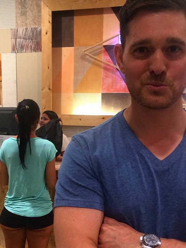 Ärger für Micheal Buble nach Foto mit Frauen-Po