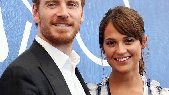 Michael Fassbender und Alicia Vikander sind total verknallt - Foto: Getty Images
