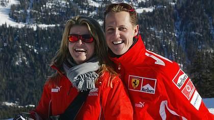 Corinna und Michael Schumacher - Foto:  STR/AFP via Getty Images