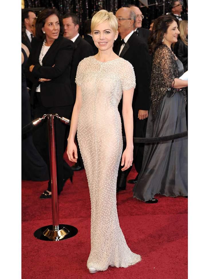 Oscar-Verleihung 2011: Auch  Michelle Williams war für einen Oscar nominiert, ging aber leer aus. Dafür zeigt sie sich in einem bezaubernden Kleid in Champagner.