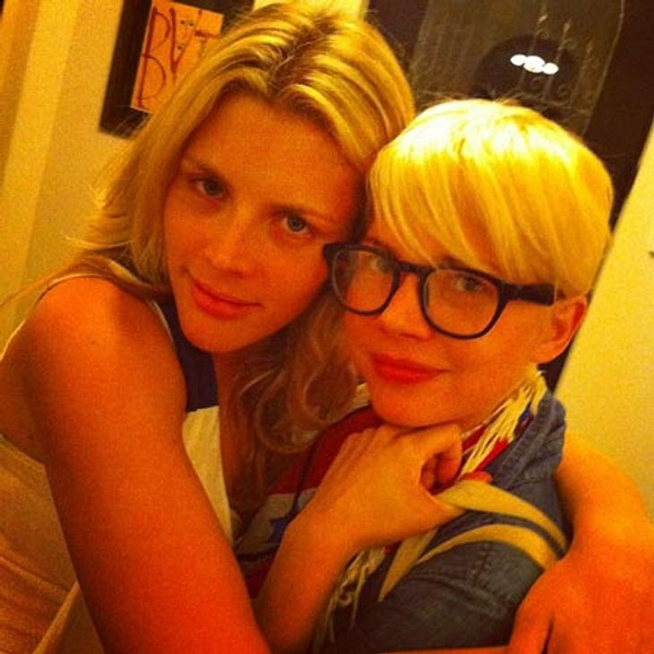 Michelle Williams (l.) ungeschminkt