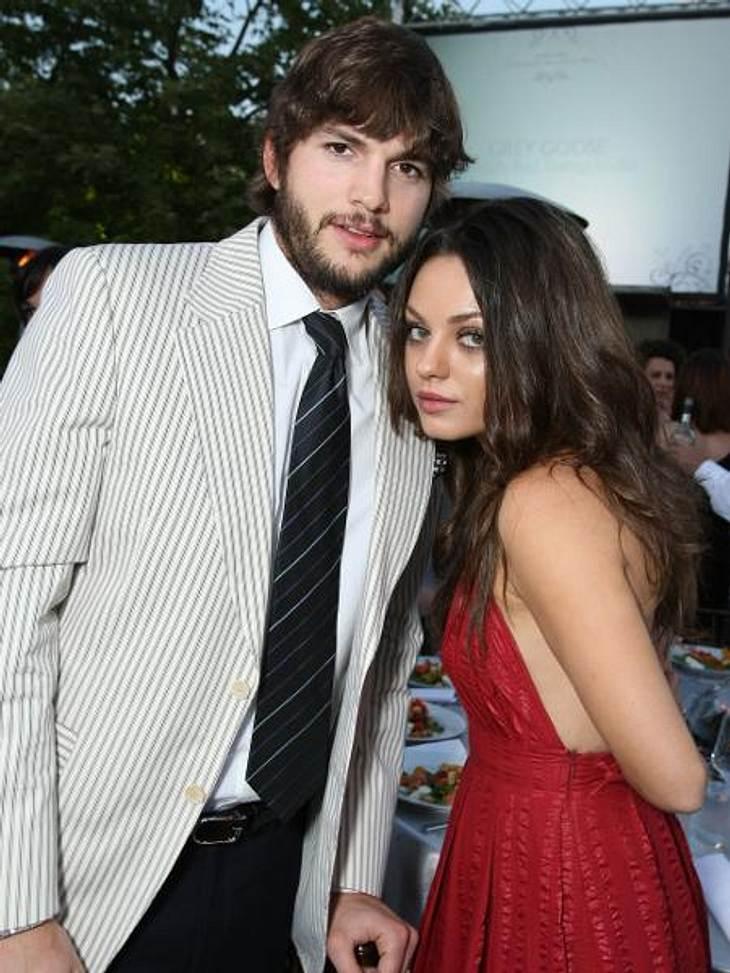 Die Sommerlieben der StarsDie Turtelgerüchte um Ashton Kutcher (34) und Mila Kunis (28) werden seit Tagen immer lauter. Immer wieder tauchten Bilder und Videos auf, auf denen die beiden in trauter Eintracht zu sehen sind. Noch dementieren d