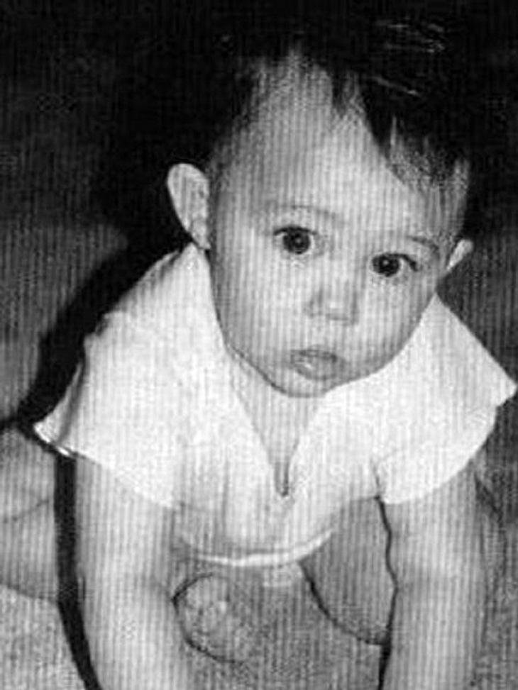 Die Kinderfotos der StarsDiese kleine Schnutenzieherin hat es heute faustdick hinter den Ohren - und ist mit ihren 19 Jahren sogar schon verlobt.