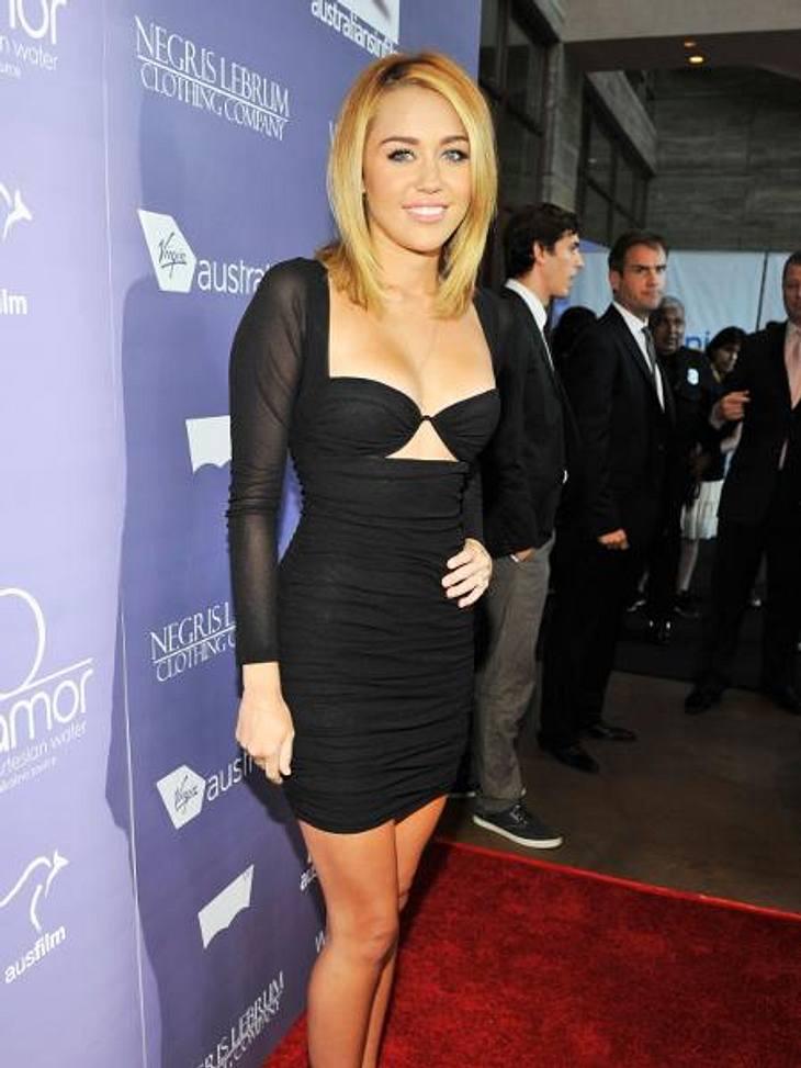 Vom Kinderstar zum Sex-SymbolFünf Jahre später hat sich Miley Cyrus (19) vom süßen Teenie zum sexy Weltstar entwickelt.