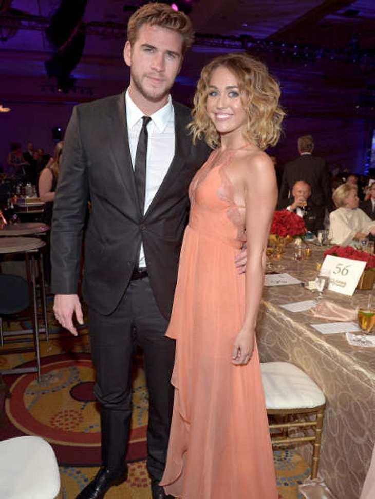 Berühmte Paare und ihre On-Off-LiebeAuch Miley Cyrus (19) und Liam Hemsworth (22) fahren mit auf der Liebesachterbahn: Das Glamour-Pärchen lernte sich vor drei Jahren Filmset kennen, trennte sich einige Zeit später wieder - und ist seit inz