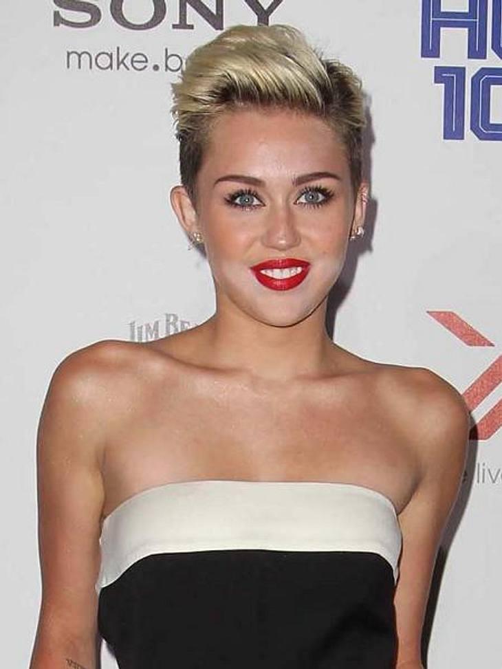 Miley Cyrus Fiese MakeupPanne auf dem roten Teppich