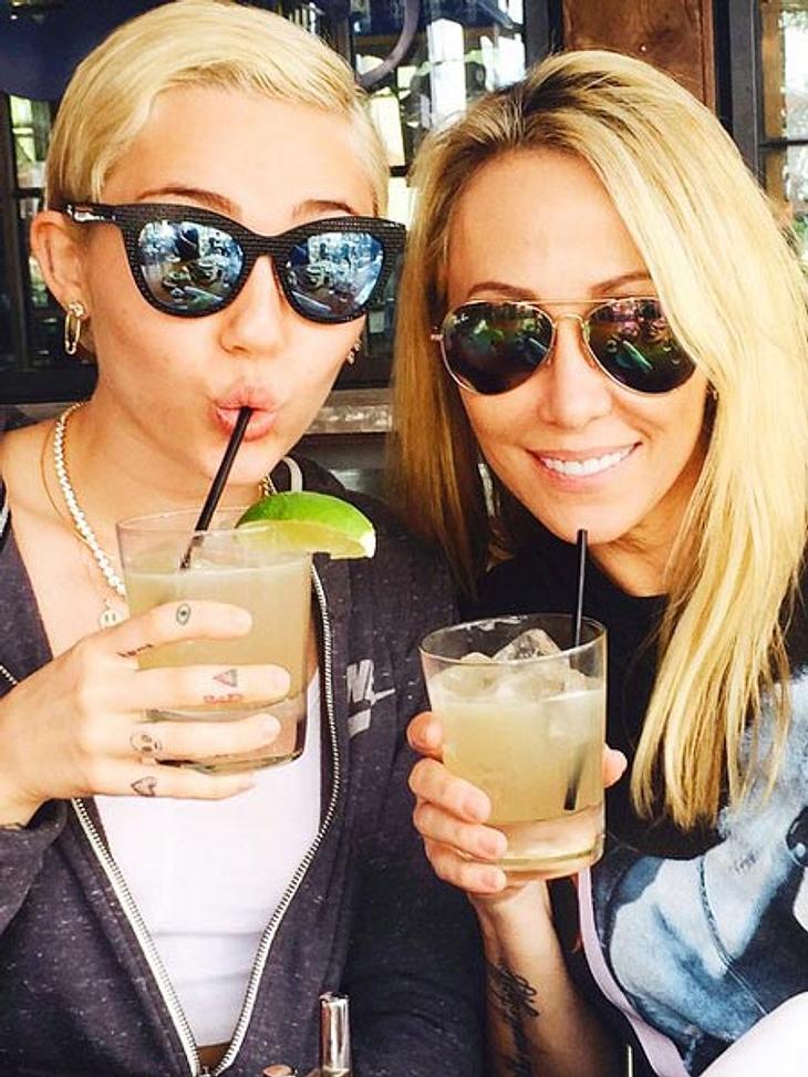 Miley Cyrus lässt sich von ihrer Mutter trösten