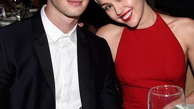 Miley Cyrus und Patrick Schwarzenegger waren gemeinsam beim Dinner. - Foto: getty