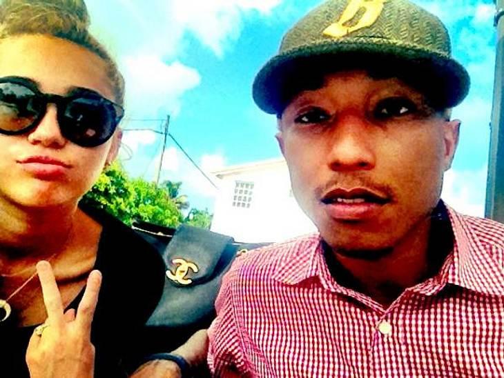 Die verrücktesten Twitter-Bilder der StarsOffenbar produziert Miley Cyrus (19) einen neuen Song zusammen mit Pharrell Williams (39). Zumindest twitterte die Sängerin jetzt dieses Foto aus dem Studio.