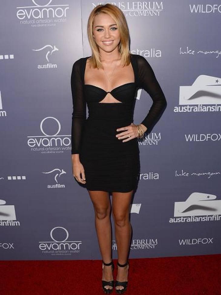 """""""Fifty Shades Of Grey"""": Ganz Hollywood kämpft um die HauptrolleMiley Cyrus (19) schwärmte erst kürzlich davon, wie sehr sie auf Erotik-Romane steht und gab zu, im Moment in """"Fifty Shades Of Grey"""" zu schmökern. Das Timing"""