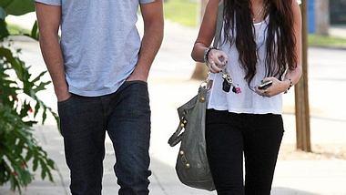 """Berühmte Paare: Diese Stars haben sich am Filmset verliebt,Bei den Dreharbeiten zum Streifen """"The Last Song"""" funkte es zwischen """"Hannah Montana"""" Miley Cyrus und ihrem australischen Schauspielkollegen Liam Hemsworth. Nach - Foto: WENN"""