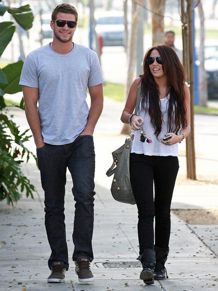 """Berühmte Paare: Diese Stars haben sich am Filmset verliebt,Bei den Dreharbeiten zum Streifen """"The Last Song"""" funkte es zwischen """"Hannah Montana"""" Miley Cyrus und ihrem australischen Schauspielkollegen Liam Hemsworth. Nach"""