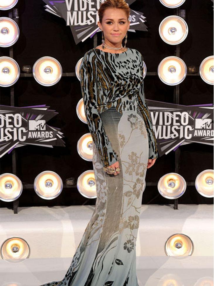 VMA 2011 - Die HighlightsMiley Cyrus trug bei den MTV Video Music Awards ein eher unvorteilhaftes Kleid.