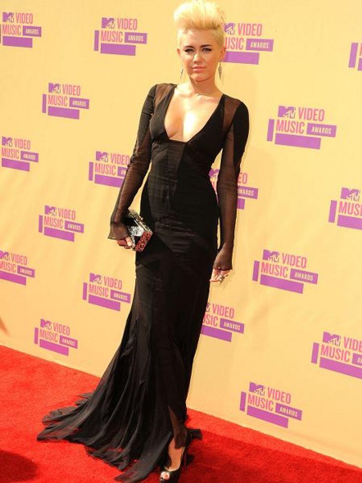 """Millionäre bis 20: Diese Teen-Stars verdienen am bestenMiley Cyrus (19) arbeitet, seit sie neun Jahre alt ist. Als Hauptdarstellerin der Disney-Serie """"Hannah Montana"""" schaffte sie ihren Durchbruch - und kassierte pro Folge sage un"""