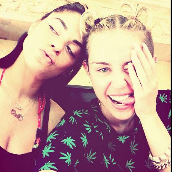 Miley Cyrus mit Zöpfen