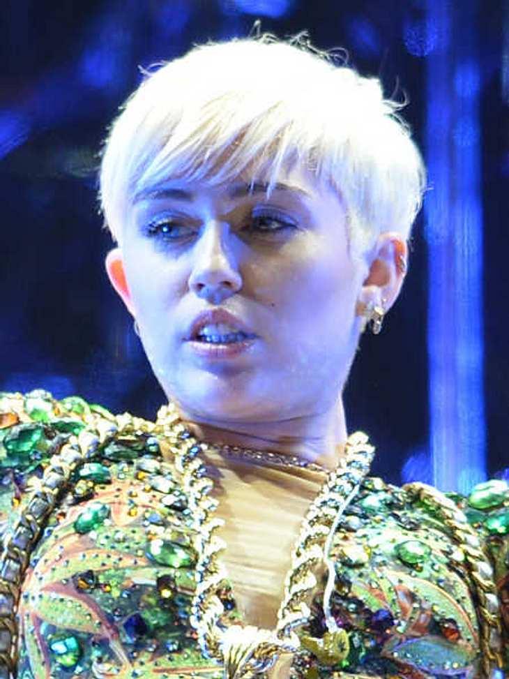 Miley Cyrus brach auf der Bühne in Tränen aus.