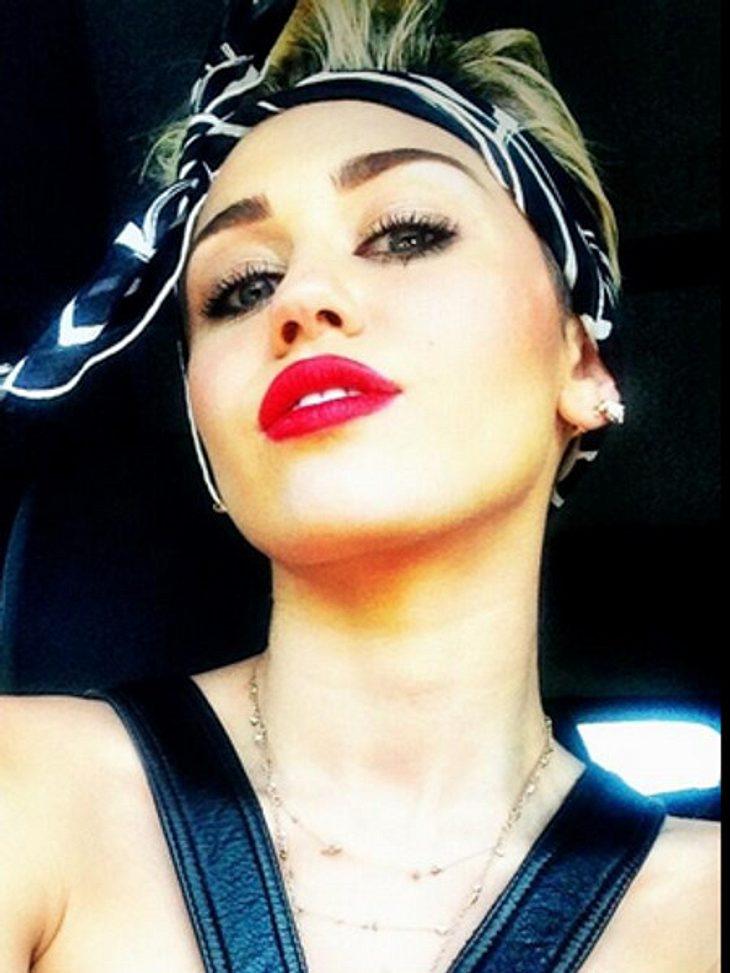 Gehört dieses Haarband jetzt zum neuen Look von Miley Cyrus?