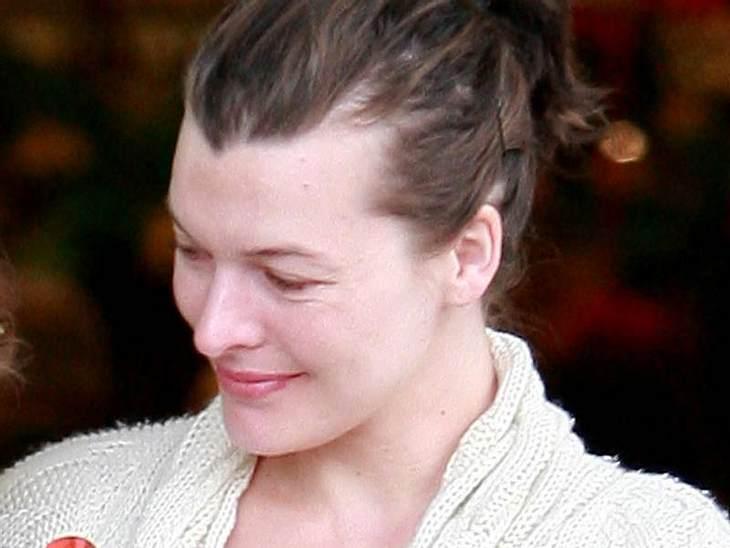 Stars ungeschminkt Milla Jovovich ist ungeschminkt etwas blass ums Näschen.