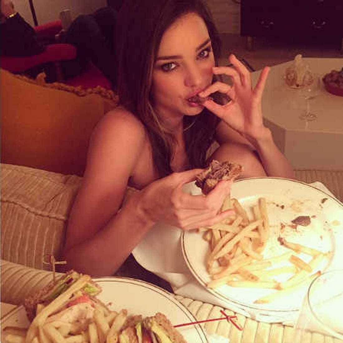 Miranda Kerr: Nackt im Fastfood-Rausch!