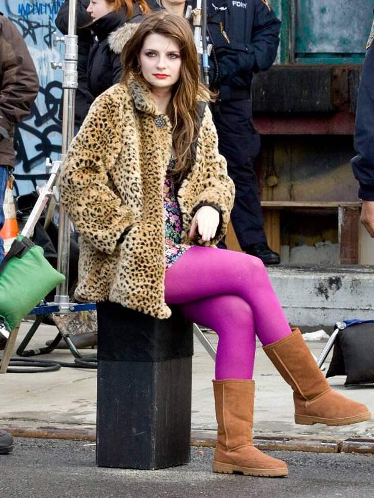 Mischa Barton gehört in diesem Outfit wohl eher ins Rotlichtviertel - aber ihre UGGs sind schick.